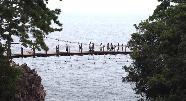 城が埼海岸 海の吊り橋